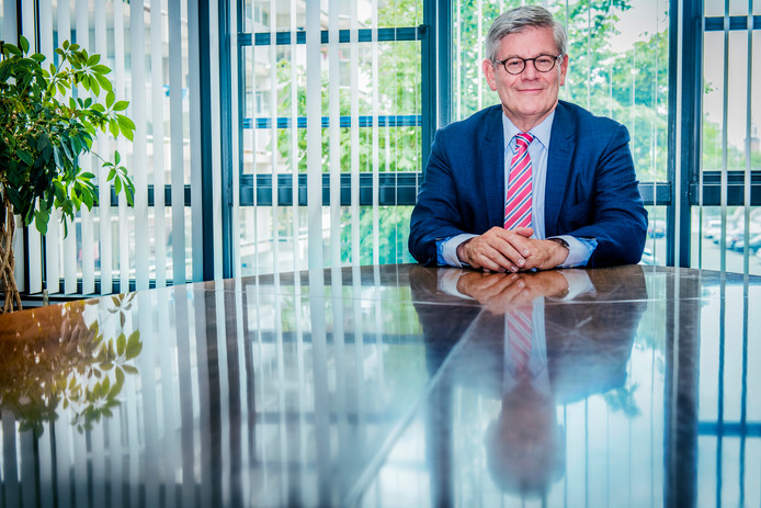 Burgemeester van Zoetermeer en Wassenaar Charlie Aptroot  Dubbel burgemeester