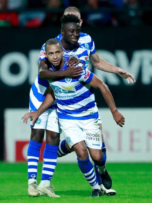 Gregor Breinburg en Leeroy Owusu zijn blij na de treffer in Nijmegen tegen NEC.