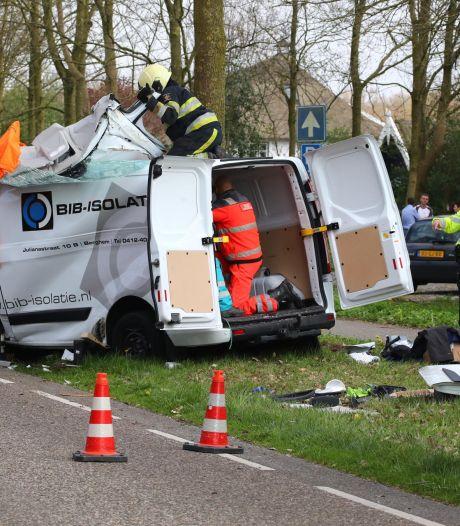 Bestuurder uit auto bevrijd na ernstig ongeluk in Herpen