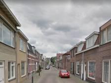 Man met kettingslot beledigt agenten in Tilburg, mogelijk auto's beschadigd