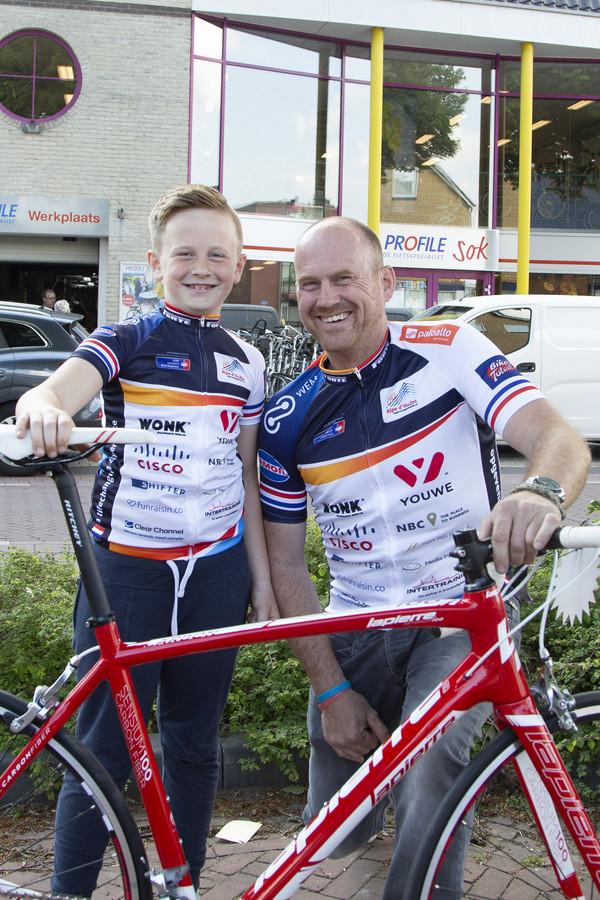 Ties (8) uit Rijssen fietst in juni de Alpe d'HuZes, samen met zijn vader Kees.