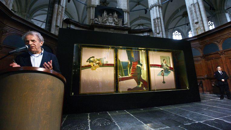 Gijs van Tuyl presenteert de tentoonstelling In Memory of George Dyer van Francis Bacon in De Nieuwe Kerk. Beeld Het Parool