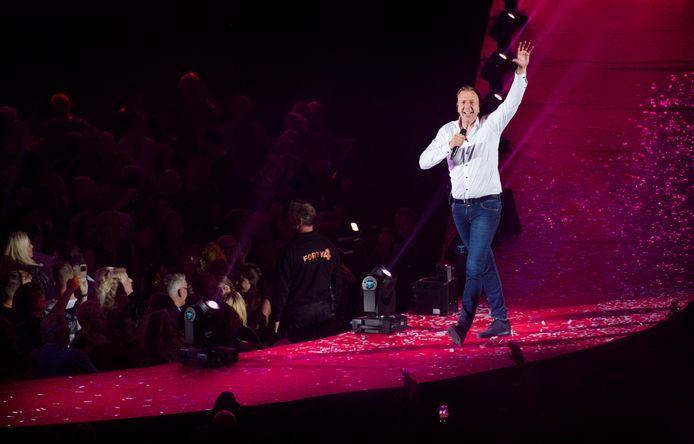 Jannes op het podium van een uitverkocht GelreDome, in oktober 2017.