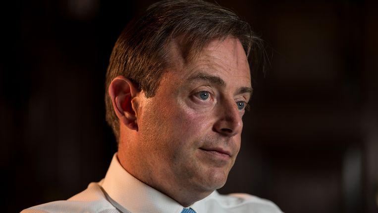 """De Wever uit zijn twijfels over de weldaden van migratie. """"Al die economen die zeggen dat migratie een zegen is voor de samenleving, de economie en de sociale zekerheid: flauwekul. Als burgemeester van Antwerpen kijk ik naar de cijfers en weet ik genoeg."""""""