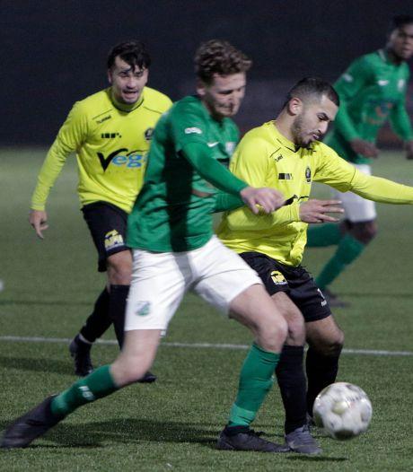 Fluitje van korfbalscheidsrechter zorgt voor penalty en rood, trainer en speler FC Schadewijk weggestuurd tijdens blessurebehandeling