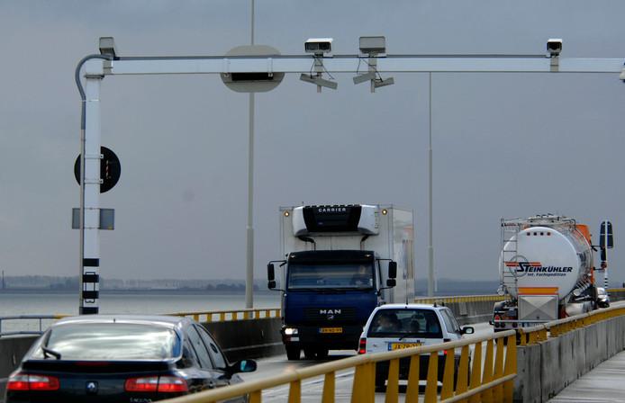 Het vorige systeem met trajectcontrole op de Zeelandbrug.