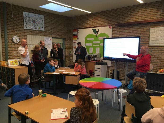 Bezoek Tsjechische onderwijsdelegatie aan Radarschool Onder de Wieken.