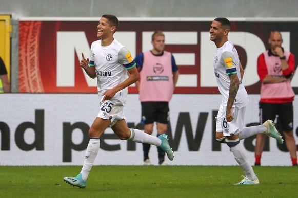 Amine Harit (l) was goed voor twee goals voor Schalke.