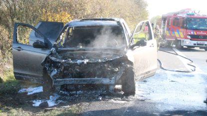 """Uitstap naar zee met zoontje (4) eindigt abrupt na autobrand: """"Nu zullen we een nieuwe auto moeten vragen aan Sinterklaas"""""""