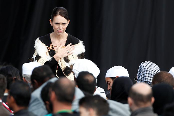 Premier van Nieuw-Zeeland Jacinda Arden tijdens de herdenkingsdienst voor de overledenen van de schietpartij op 15 maart
