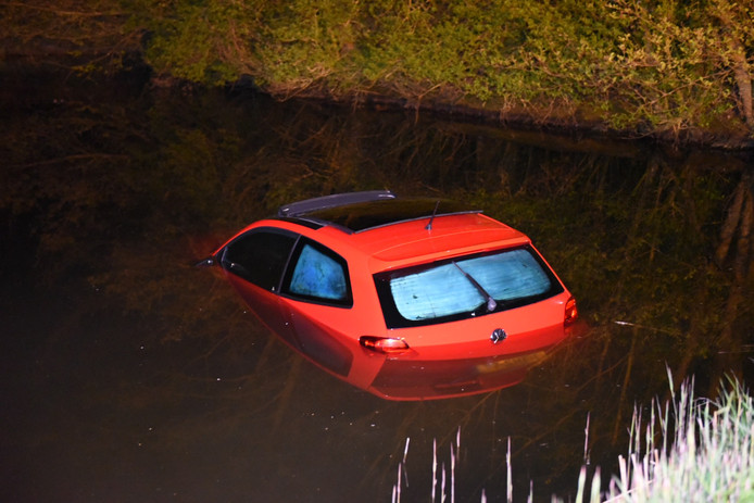 Auto in het water.