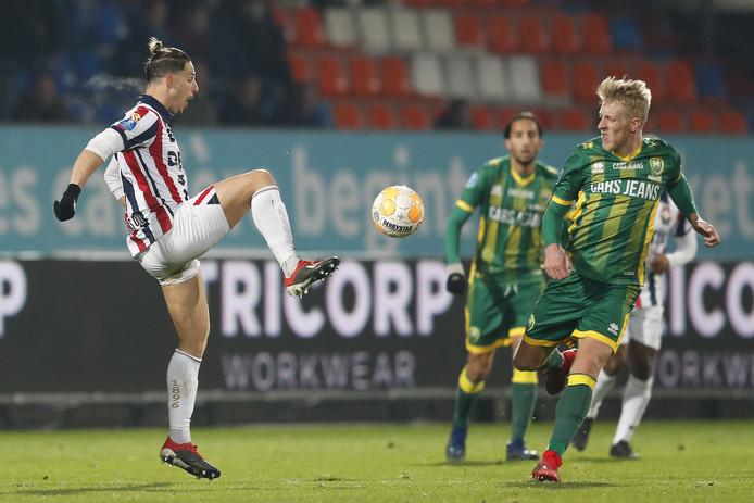 Willem II-spits Fran Sol (rechts) kwam niet tot scoren vanavond.