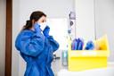 Een ziekenhuismedewerker met een mondkapje. Foto ter illustratie.