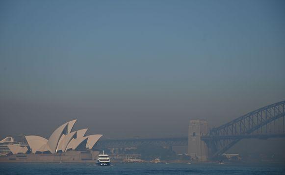 Sydney is bedekt door een deken van rook.