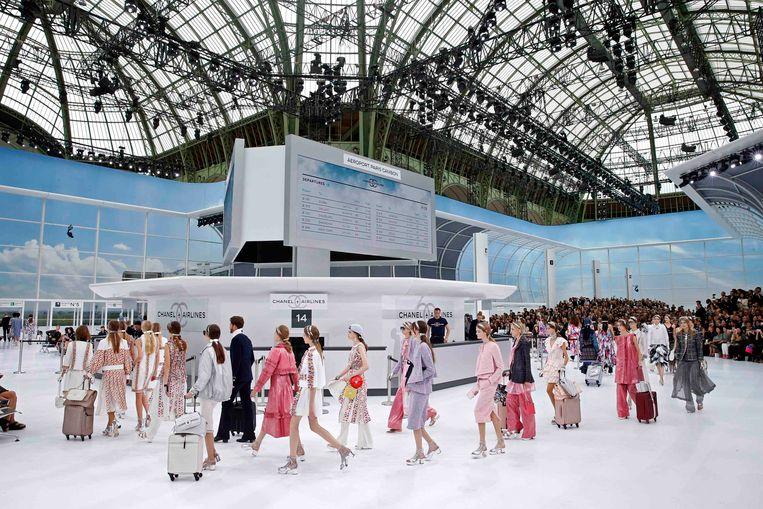 Chanel lente-zomercollectie 2016 waarbij Grand Palais omgebouwd werd tot een Chanel-luchthaven.
