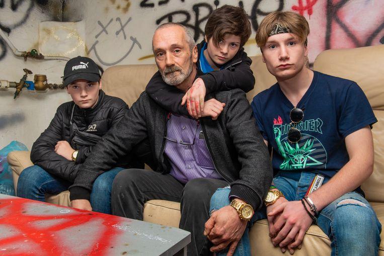 Jean-Pascale Salomez, met zijn kinderen Marc, Neha en Donovan, die deel uitmaken van de groep KXR.