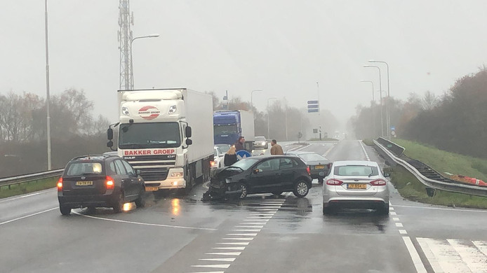 Bij het ongeval waren meerdere auto's betrokken.
