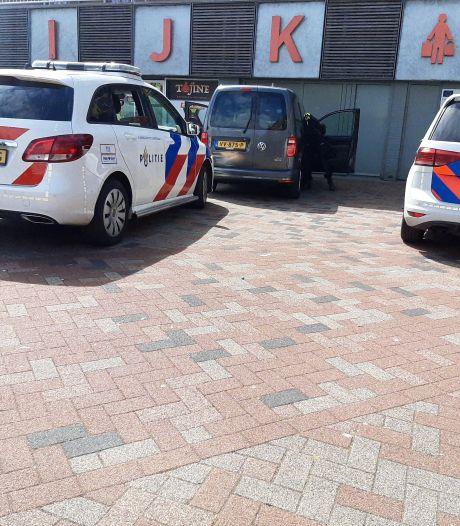 Man (23) uit Lelystad met mes op zak scheldt agenten uit na te zijn klemgereden