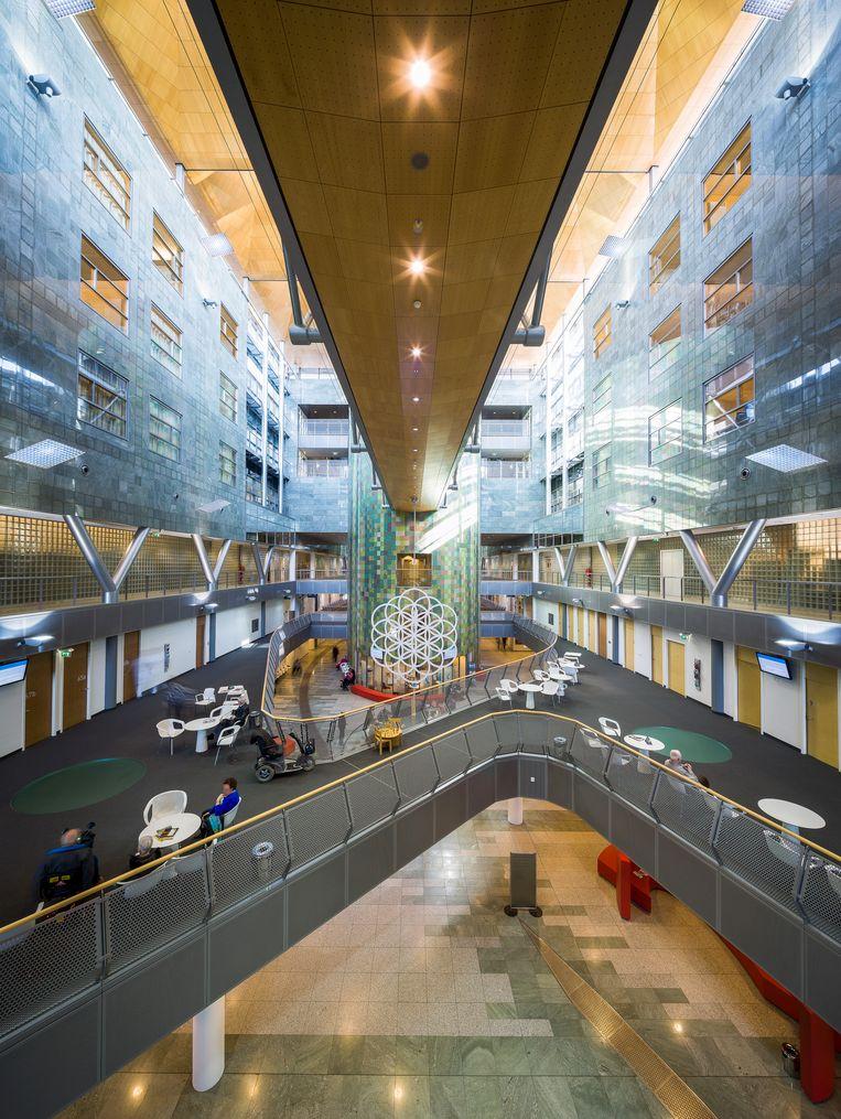 De centrale hal van het Zuyderland Medisch Centrum Sittard-Geleen. Beeld null