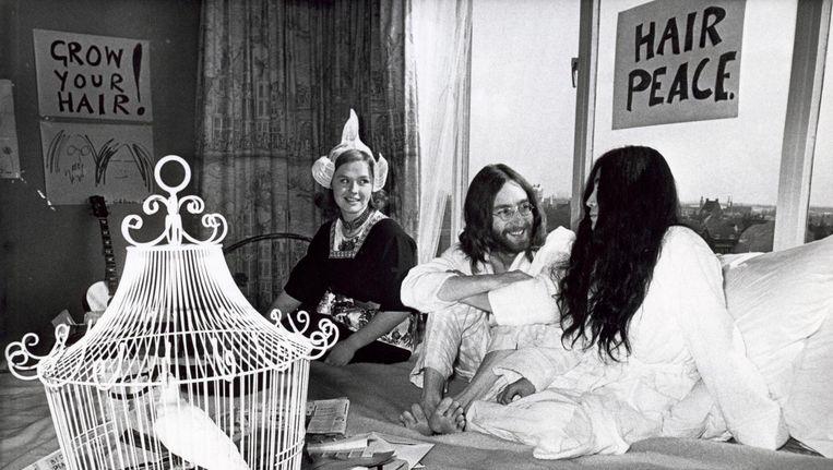 John Lennon en Yoko Ono in het Hiltonhotel op 27 maart 1969. Beeld anp