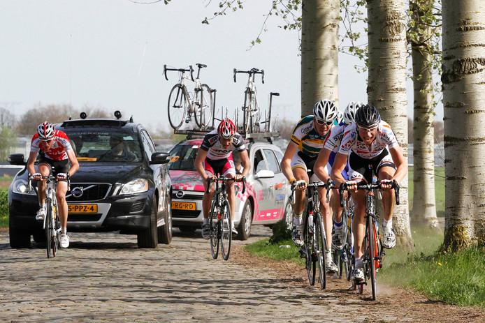 De kasseien van de Watertorenstraat spelen ook tijdens het klein NK een grote rol. Zoalsook bij de Omloop Midden Brabant in 2011.