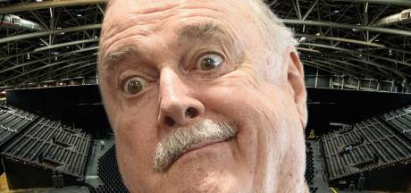 Keiharde tweet John Cleese schiet Vlaams theater in verkeerde keelgat