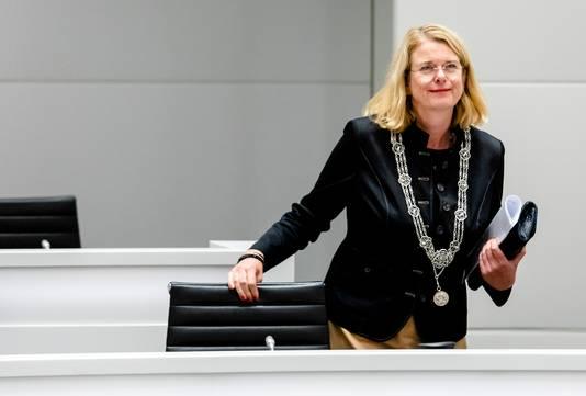 Beeld ter illustratie: Burgemeester Pauline Krikke tijdens een debat over een onderzoek van de rijksrecherche naar de wethouders Richard de Mos en Rachid Guernaoui.