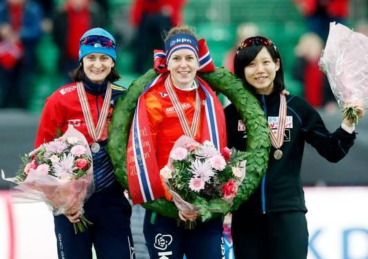 Ireen Wüst na het behalen van haar zesde wereldtitel allround