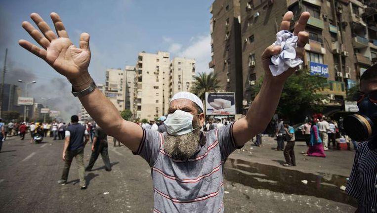 Een aanhanger van Morsi's Mosim Broederschap, vandaag in Caïro. Beeld afp