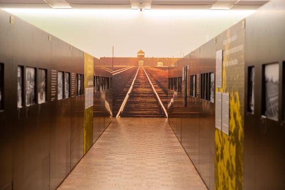 Tegenwoordig zit een bezoek aan de Dossinkazerne in de basisopleiding van inspecteurs.