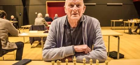 Borns Bijtje voor schaakveteraan (78): 'Zelfs mijn vrouw heeft niks verklapt, een wonder'