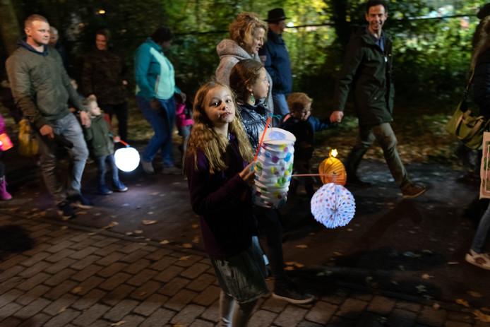 Lampionnenoptocht door Hoogland