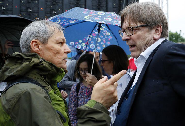 Dacian Ciolos (links) is officieel kandidaat om Guy Verhofstadt op te volgen als liberaal fractieleider.