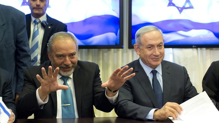 Van links naar rechts: Avigdor Lieberman en Benjamin Netanyahu. Beeld epa