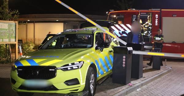 Chauffeur huisartsenpost ernstig bekneld na ongeval Voorthuizen.