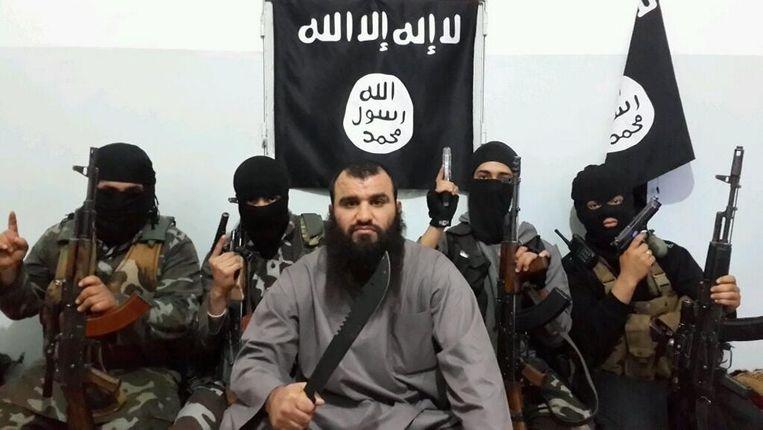 Koerdische peshmerga-strijders noemen Khalid K. 'het slechte mens'. Beeld Twitter.