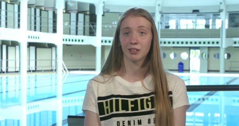Jolien getuigt over het misbruik van haar zwemcoach.