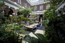 De Schiedamse bibliotheek is nu ook een ontmoetingsplaats voor de stadsbewoners.