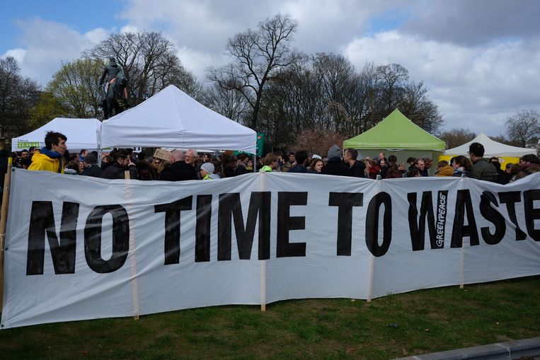 De klimaatorganisaties willen dat dinsdag in het parlement grondwetsartikel 7bis gewijzigd wordt.