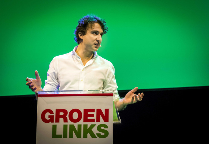 Partijleider Jesse Klaver tijdens zijn speech op het congres van GroenLinks in aanloop naar de gemeenteraadsverkiezingen.