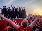 FOTOSERIE   Supporters en clubiconen huldigen FC Twente