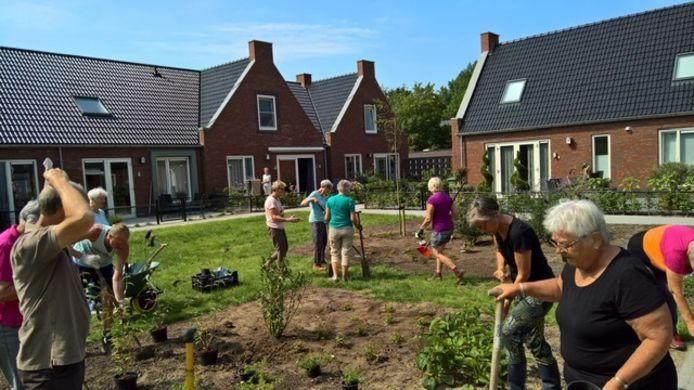 In Zwolle staat sinds twee jaar een Knarrenhof. Bewoners ondernemen daar geregeld samen activiteiten.
