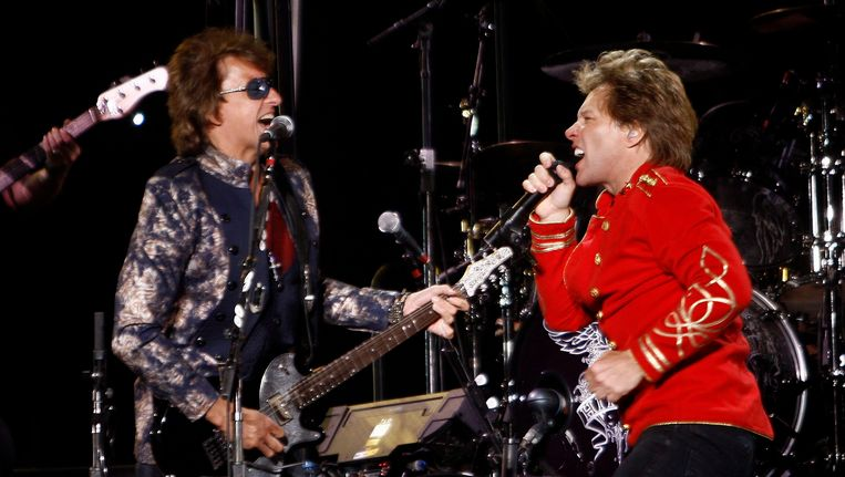 Richie Sambora (links) en Jon Bon Jovi bij een optreden van Bon Jovi in Lissabon. Foto uit 2011.