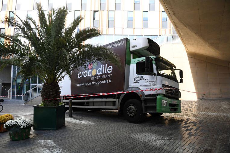 Verbazingwekkend Vrachtwagen rijdt zich vast op trappen station | Leuven | In de ZE-87