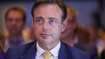 """Antwerps burgemeester Bart De Wever gealarmeerd: """"Cocaïnemaffia staat op punt politieke invloed te kopen"""""""