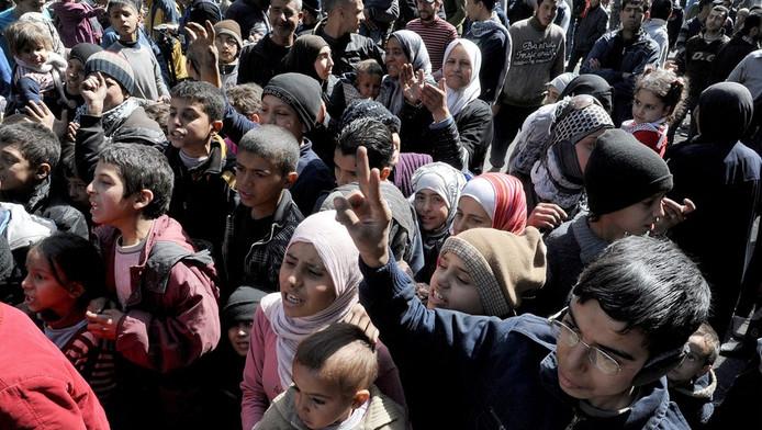 Palestijnen wachtend op eten