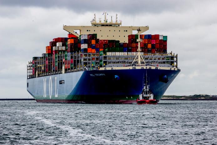 Foto ter illustratie. Dit containerschip heeft nog zeker ruim twintig mensen aan boord.