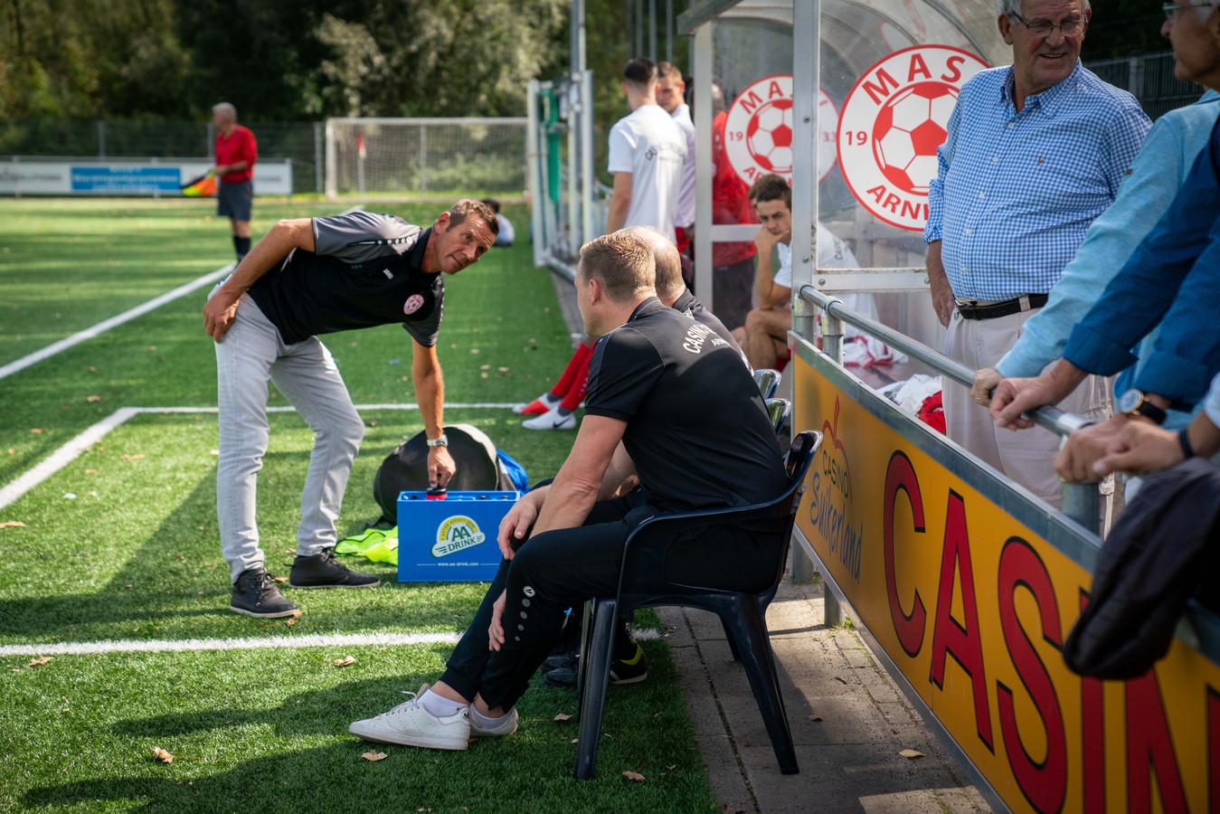 Geen Jhon van Beukering in de dug out bij MASV, de trainer vertrok deze week bij de Arnhemse derdeklasser. Marco van Zanten neemt de honneurs waar.