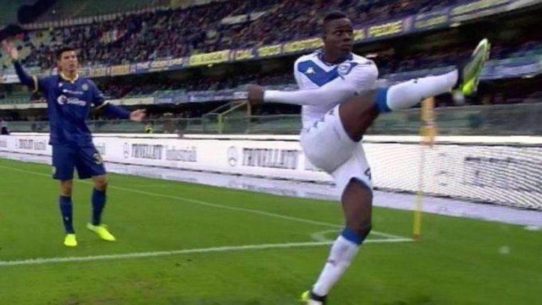 Balotelli knalde de bal richting de tribunes.