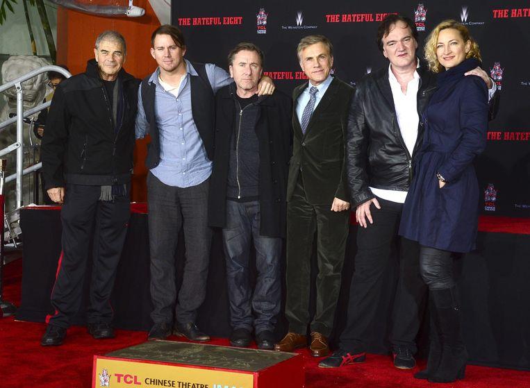 Quentin Tarantino (2e van rechts) poseert met de acteurs van 'The Hateful Eight'. Beeld epa